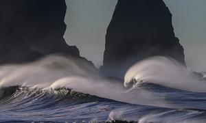 Waspada Gelombang Tinggi di Pesisir Selatan Jawa