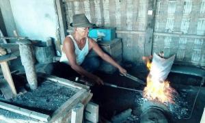 Pandai Besi Klaten Keluhkan Kebijakan Impor Cangkul