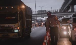 Ribuan Kendaraan di Tol Jakarta-Cikampek Menuju Jakarta Disuruh Putar-Balik