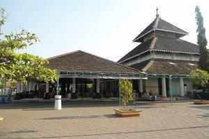 Bangsawan Malaysia Genapi Bantuan untuk Makam Sunan Kalijaga
