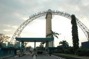 Pelindo III Bangun Tanggul di Tanjung Emas