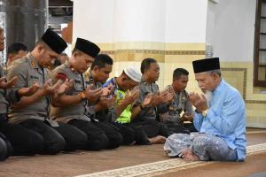 Polres Demak Gelar Salat Gaib Korban Tsunami Selat Sunda
