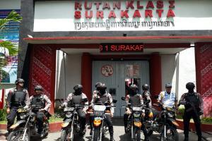Selisih Paham, Massa LUIS 'Geruduk' Lapas Surakarta