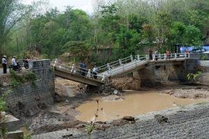 Jembatan di Sleman Putus, Warga Harus Memutar 10 Km