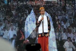 Gus Yasin: Mbah Maimoen dan Abdul Somad Tak Bicara Politik