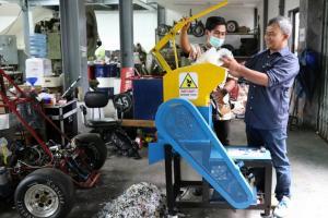 UGM Ciptakan Mesin Pencacah Plastik untuk Aspal
