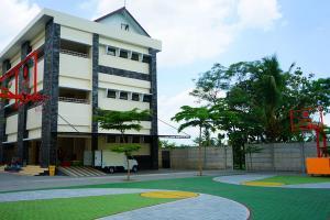 PDIP: Sekolah Yayasan Amien Rais Mahal Banget
