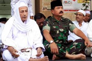 Panglima TNI Ngaji Kliwonan Bareng Habib Luthfi