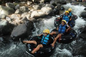 Wisata 'Tubing' di Kali Gono Magelang Tak Berizin