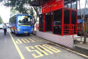 Seluruh Halte BST Tak Ramah Penyandang Disabilitas