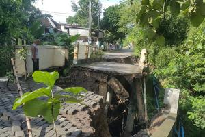 Jembatan Kalialang Lama Semarang Terban