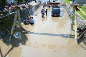 Penutupan Drainase Picu Banjir Viaduk Gilingan Solo