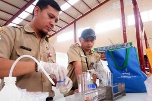 Petugas Dapati Panganan Berbahaya di Pasar Tobong
