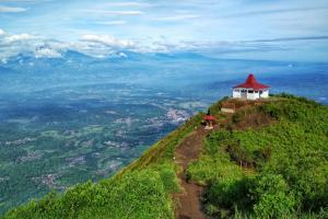 Dilarang Mendaki Gunung Andong selama Ramadan