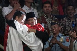 Ganjar Rindu Jokowi dan Prabowo Berangkulan
