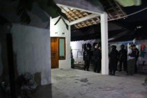 Densus Geledah Kediaman Terduga Pelaku Bom Kartasura