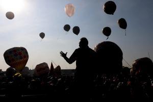 Langit Pekalongan Disesaki Balon Udara
