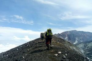 Memasuki Kemarau, Area Gunung Slamet Masih Berpeluang Hujan