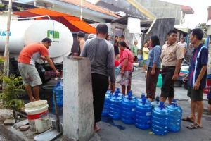 Pemprov Jateng Salurkan Air Bersih ke 10 Daerah