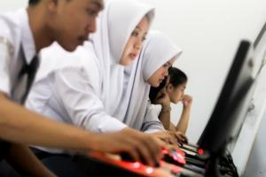Daftar Sekolah Dekat Rumah, Malah Tergeser Sejauh 130 Km