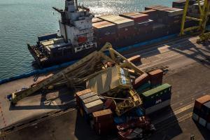 'Crane' Tanjung Emas Roboh, Pelindo III Rugi Rp60 Miliar