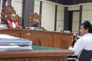 Lasito Serahkan Dolar di Ruang Ketua PN Semarang