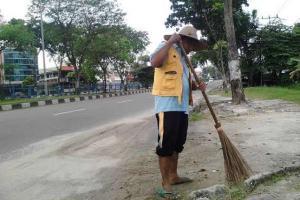 Penyapu Jalan Laporkan DLH Kota Semarang ke Ombudsman
