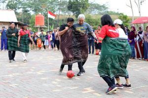 Lomba 17-an, Ganjar Tanding Futsal Lawan Mak-Mak