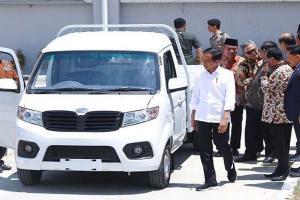Ganjar Tak Sabar 'Borong' Mobil Esemka