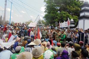 Warga Urut Sewu Datangi Rumah Dinas Bupati Kebumen