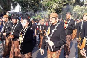 Meriahnya Kirab Keris Presiden Jokowi
