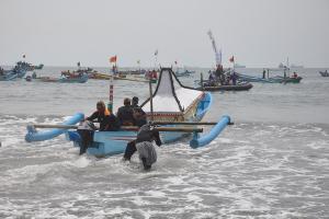 Pemkab Cilacap-Nelayan Gelar Sedekah Laut