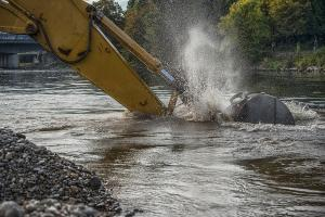 Jelang Musim Hujan, Pemkab Normalisasi Sungai Kendal