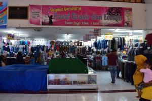 Pedagang Pasar Pagi Tegal Gelar Demo
