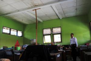 Gedung SMPN 30 Purworejo Buat Guru Waswas