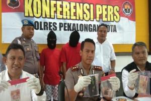 Polisi Bekuk Dua Pengedar Tembakau Gorila di Pekalongan