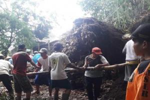 Diguyur Hujan Lebat, Beberapa Wilayah di Magelang Terjadi Longsor