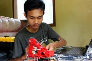 Pemuda di Purworejo Ciptakan Robot Pembuat Telur Dadar Secara Otodidak