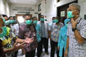 Atasi Kelangkaan, Ganjar Minta Perusahaan Masker Tingkatkan Produksi