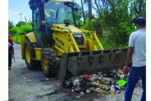 DLH Bantul Bersihkan Sampah Samping JEC