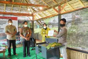 Sejahterakan Petani, Pemkab Pekalongan Berikan Bantuan Pertanian