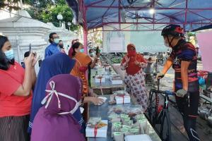 PPKM Level 4, Ganjar Borong Dagangan PKL di Kota Semarang