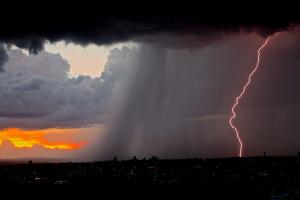 BMKG: Musim Hujan Datang Lebih Awal dengan Intensitas Lebih Tinggi