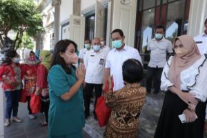 800 Lansia di Kota Semarang Terima Sembako