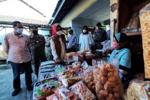 Disiplinkan Prokes Pedagang, Bupati Sukoharjo Sambang Pasar 2 Kali Sehari