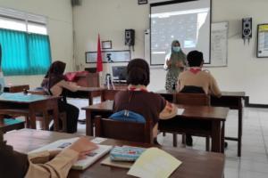 SMAN 1 Kota Mungkid Magelang Gunakan Metode Hybrid Learning