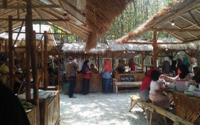 Menikmati Jawa Tempo Dulu di Pasar Mbrumbung Rembang