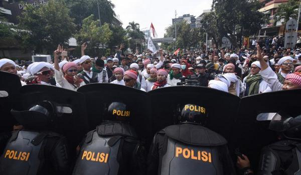 Jakarta Rusuh, Yogyakarta dan Semarang Kondusif