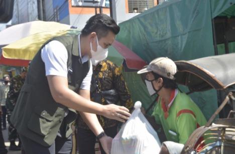 Pemkab Kendal Beri Bantuan Sembako Warga Terdampak PPKM Darurat